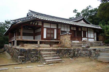 Traditional korean house hanok asianwoman 39 s weblog for Houses in south korea